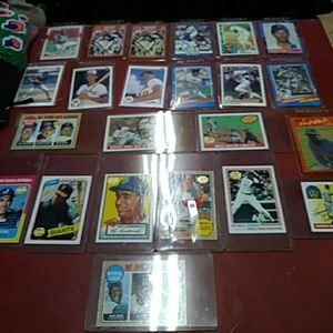 23 COLLECTORS SPORTS CARDS